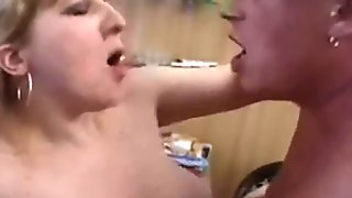 Mature Housewife Fistung and Fucking