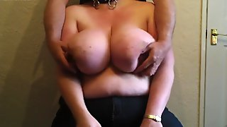 Play with her udders